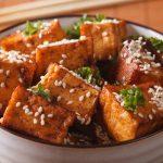 Tofu com gergelim grelhado.