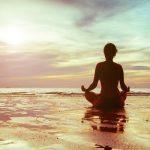 Meditação na praia.