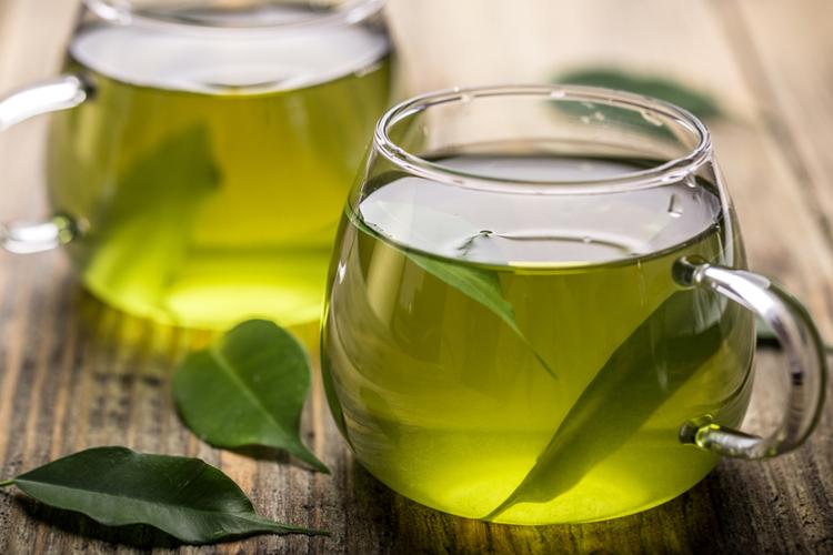 Chá verde é detox e termogênico: mais benefícios e como..